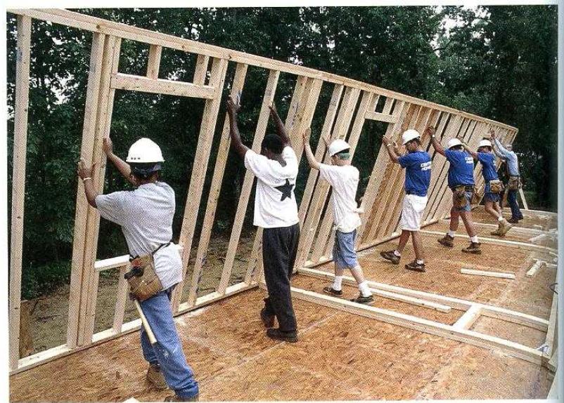 как поднимать стены каркасного дома