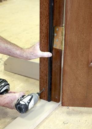 крепление межкомнатной двери в каркасном доме