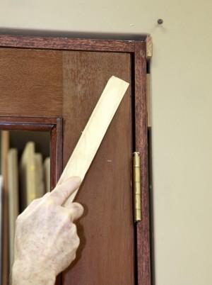 установка двери в каркасном проеме