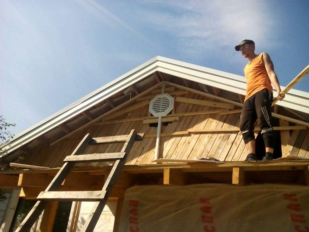 вертикальный сайдинг деревянная обрешетка на фасаде