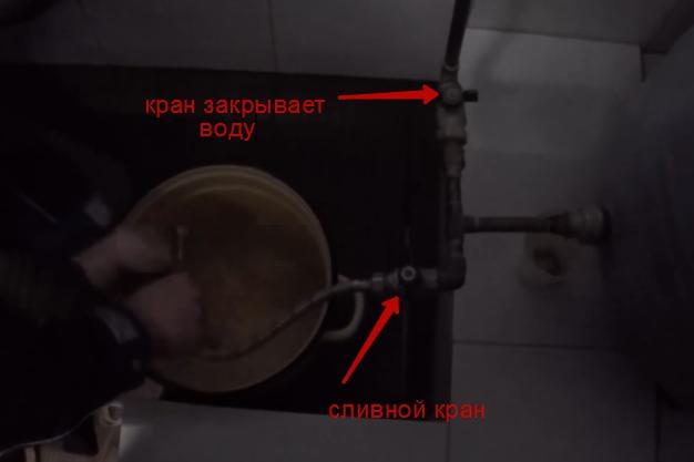 сливаем давление из бака отопления